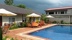 Pool und Zimmer im Tamarind, Sihanoukville