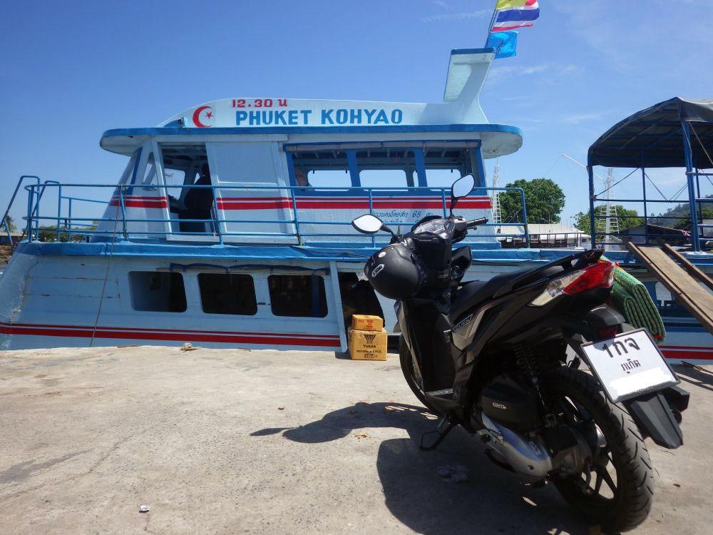 Fähre nach Koh Yao Yai am Chiawanich Pier in Phuket Town