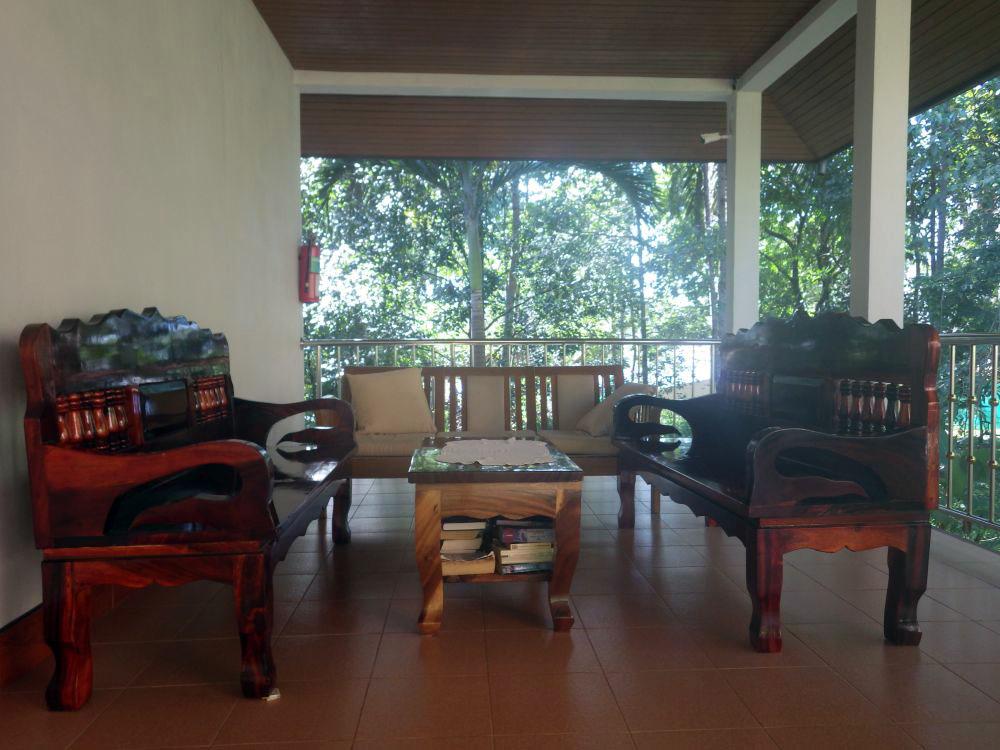 Gemeinschaftsterrasse im Heimat Gardens auf Koh Yao Yai
