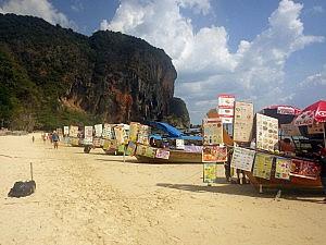 Longtail-Boote mit Verpflegung am Pranang Beach (Ao Nang)