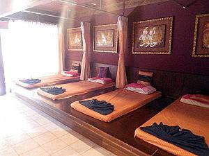 Liegen in der Sabaidee Thai-Massage in Khao Lak