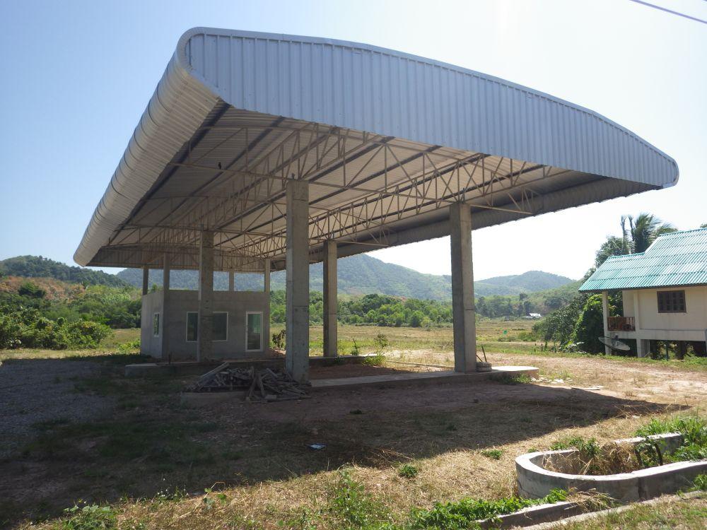 Tankstelle im Bau auf Koh Yao Yai