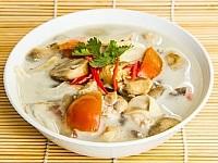 Rezept: Thailändische Hühnersuppe mit Kokosmilch