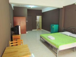 Ein Zimmer der AG Apartments in Pattaya